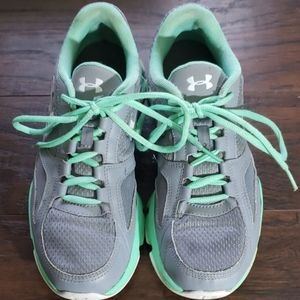 Under Armour Womans Sneakers Sz 8